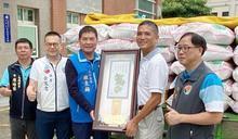 幼時走12公里借米煮飯 他41年每年捐萬斤白米濟貧