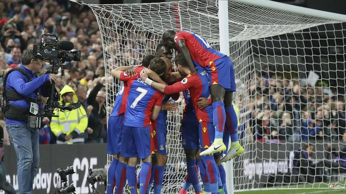 Lirik Lagu Glad All is Over - Anthem Crystal Palace