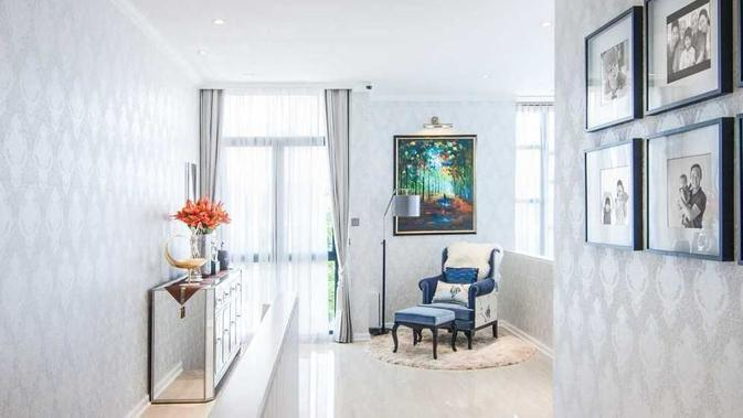 Dominasi warna putih pada keseluruhan interior rumah. (dok. Arsitag.com)