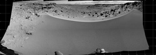 Mars Rover Curiosity Poised at Edge of Red Planet Dune (Photo)