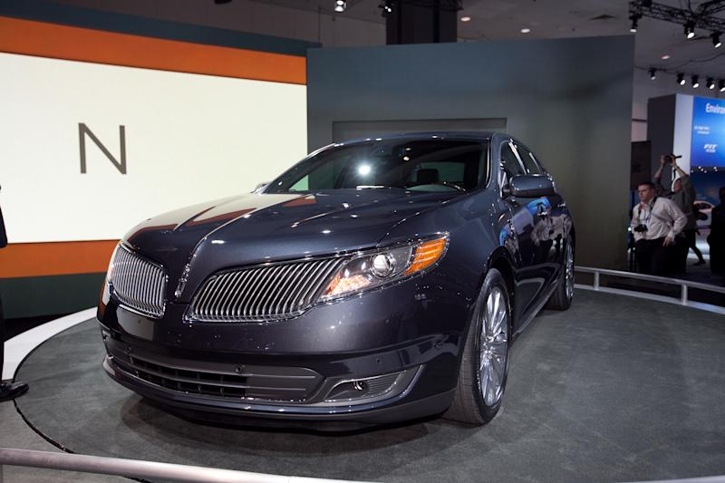 LA Auto Show 2011: Lincoln Unveils 2013 MKS, Announces MKT Town Car