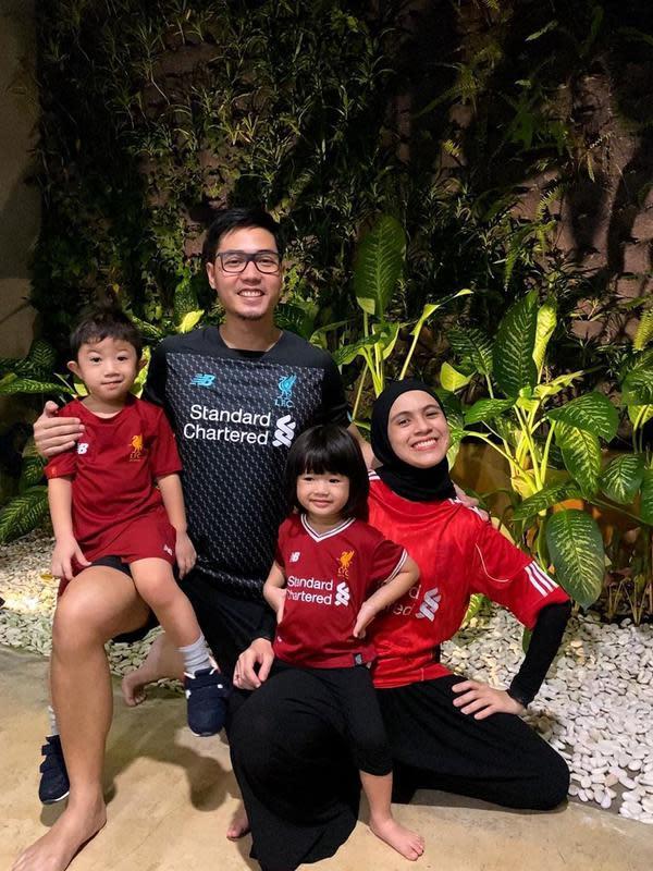 Unggahan foto yang dibagikan tersebut disukai hampir 20 ribu warganet. Dikolom komentar para ibu-ibu juga membagikan kisah seperti yang dialami pasangan yang nikah sejak tahun 2015 silam ini. (Bambang E Ros/Fimela.com)