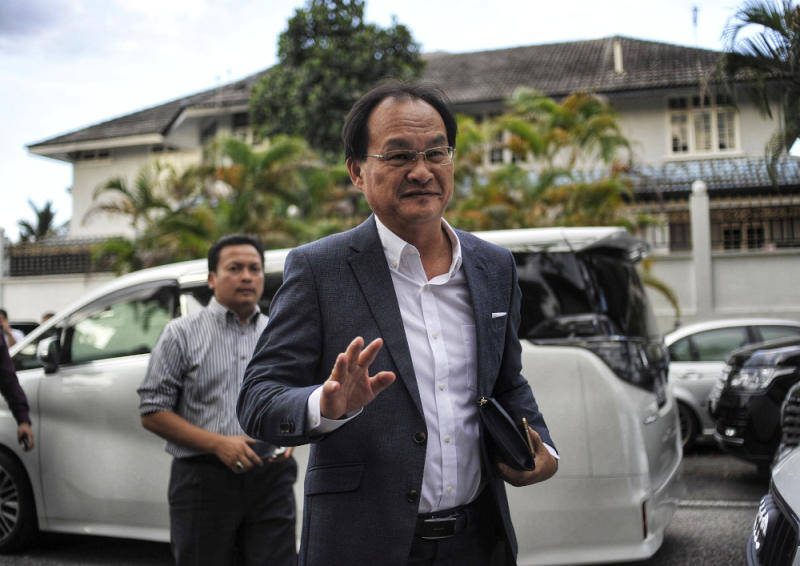 Selangau Member of Parliament Baru Bian (pic), Saratok Member of Parliament Ali Biju and Puncak Borneo Member of Parliament Willie ak Mongin left PKR before the collapse of the PH federal government. — Picture by Shafwan Zaidon