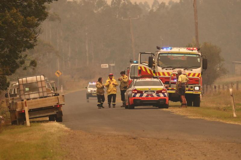 A roadblock is seen near where firefighters battle bushfires in Busbys Flat, northern NSW, Wednesday, October 9, 2019. (AAP Image/Jason O'Brien) NO ARCHIVING