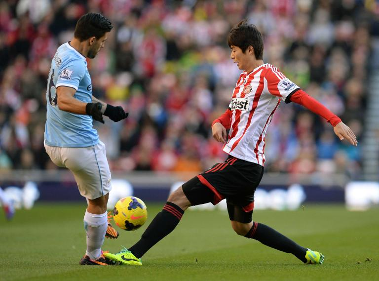 Manchester City's Aguero challenges Sunderland's Ki Sung-yueng during their English Premier League soccer match in Sunderland