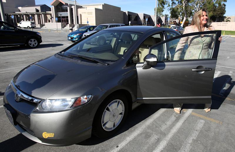 Woman wins small-claims suit over Honda Civic Hybrid