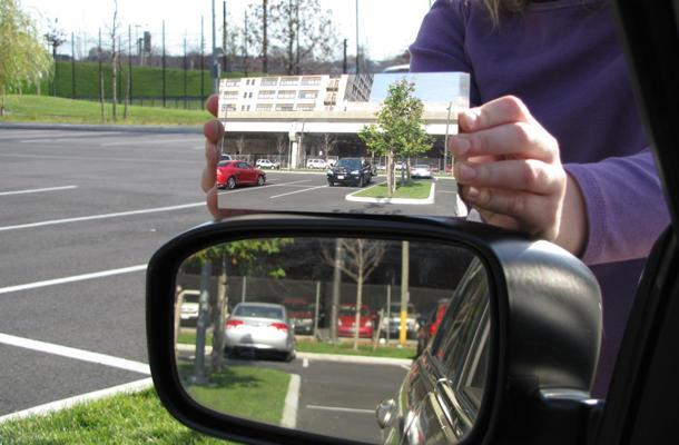 Breakthrough driver's mirror eliminates blind spots without warping the world