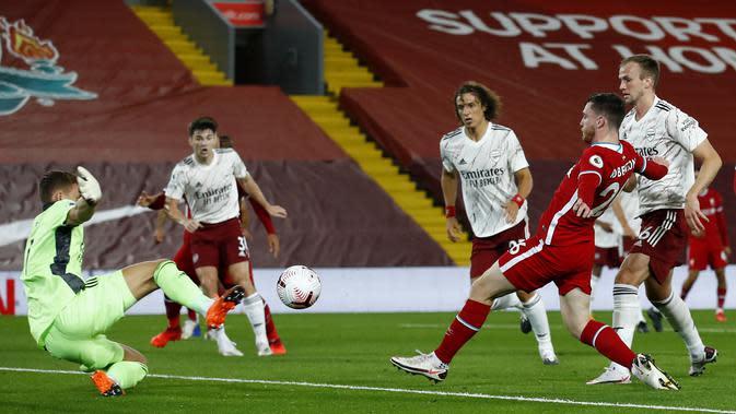 Andrew Robertson dari Liverpool, kanan kedua, mencetak gol kedua timnya selama pertandingan sepak bola Liga Utama Inggris antara Liverpool dan Arsenal di Anfield di Liverpool, Inggris, Senin, 28 September 2020. (Jason Cairnduff / Pool via AP)