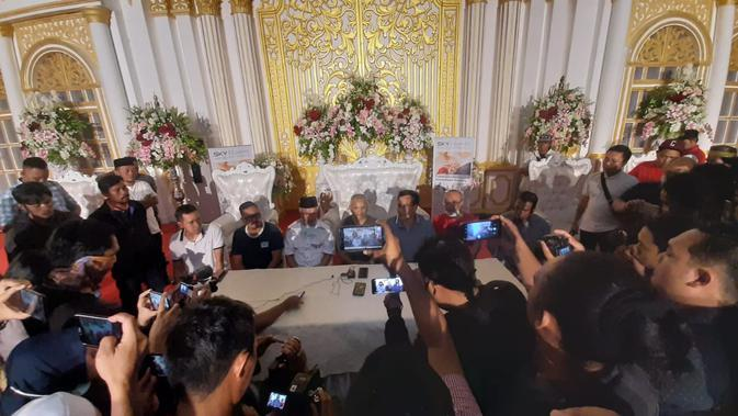 Keputusan penundaan resepsi pernikahan putri Wakil Walikota Samarinda diambil lewat musyawarah keluarga.