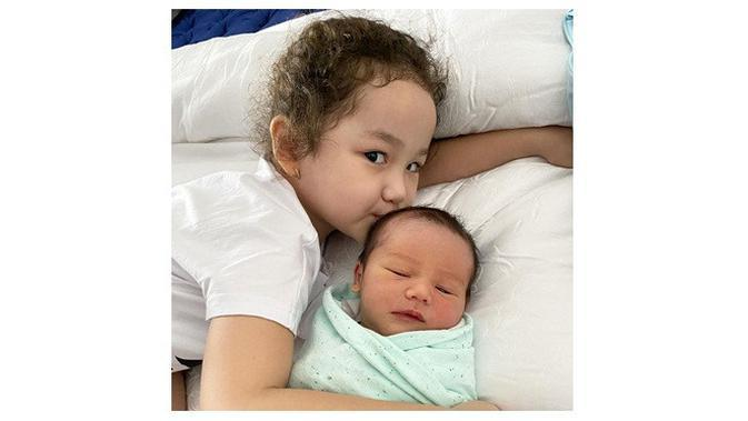 Anak Andhika Pratama dan Ussy Sulistiawaty (Sumber: Instagram/ussypratama)