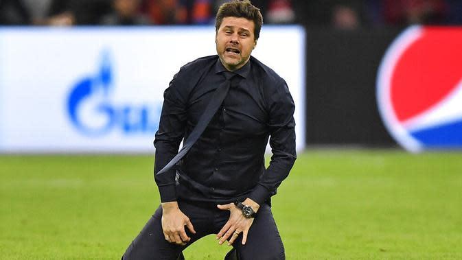 Pelatih Tottenham Hotspur, Mauricio Pochettino, menangis setelah memastikan tim asuhannya ke final Liga Champions 2018-2019 di Johan Cruyff Arena, Amsterdam (9/5/2019). (AP Photo/Martin Meissner)