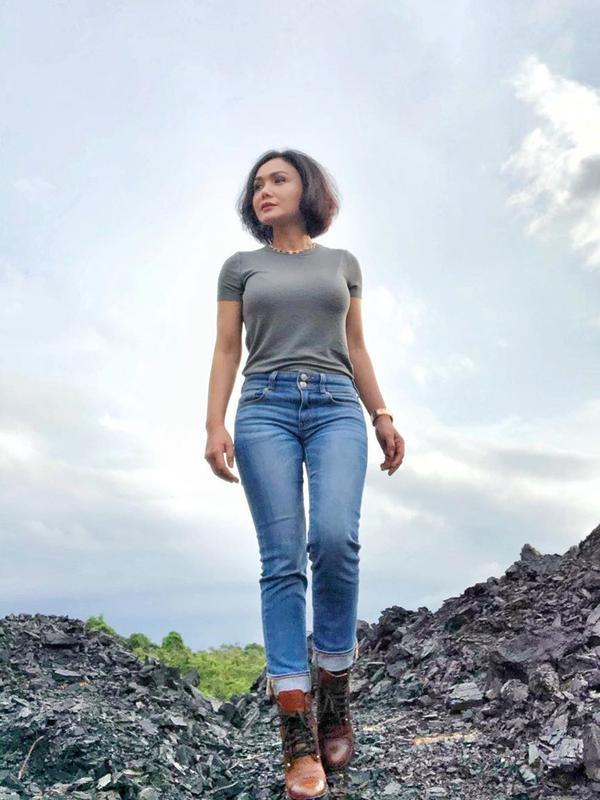 Gaya Yuni Shara saat Main ke Tambang Batubara (sumber: instagram/yunishara36)