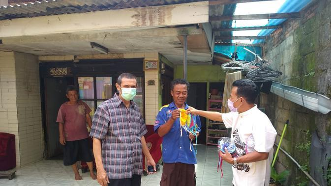 PPSDM KEBTKE memberikan bantuan ke warga di Jakarta Timur.