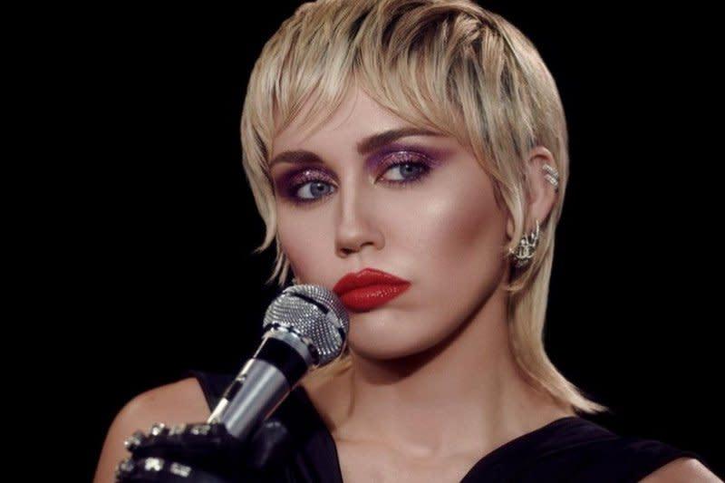 Miley Cyrus bocorkan kolaborasi dengan Dua Lipa dan Billy Idol
