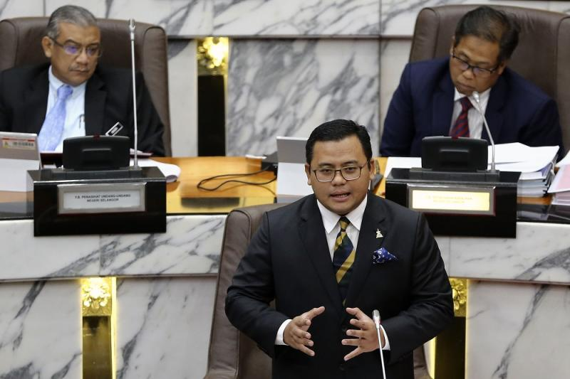 Selangor Mentri Besar Amirudin Shari the manufacturing sector contributed the most investments, bringing in RM18.947 billion last year compared to RM5.592 billion in 2017. — Picture by Yusof Mat Isa