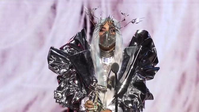 Lirik Lagu Rain On Me -  Lady Gaga, Ariana Grande