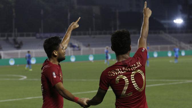 Pemain Timnas Indonesia U-22, Saddil Ramdani dan Osvaldo Haay. (Bola.com/M Iqbal Ichsan)