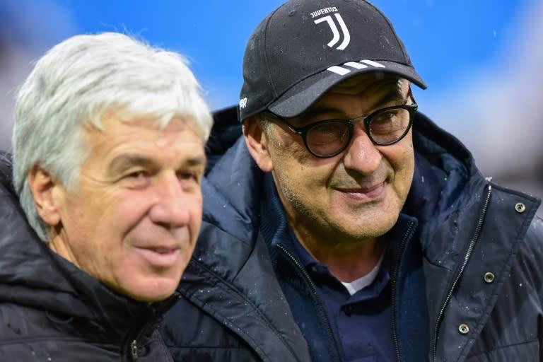 Atalanta coach Gian Piero Gasperini (L) and Juventus' Maurizio Sarri