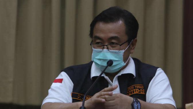 Ketua Gugus Kuratif Covid-19 Jatim, Joni Wahyuhadi (Foto: Liputan6.com/Dian Kurniawan)