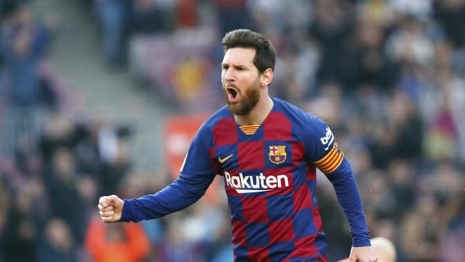 Bintang Barcelona Lionel Messi merayakan golnya ke gawang Eibar dalam lanjutan Liga Spanyol di Camp Nou, Sabtu (22/2/2020). (AP Photo/Joan Monfort)