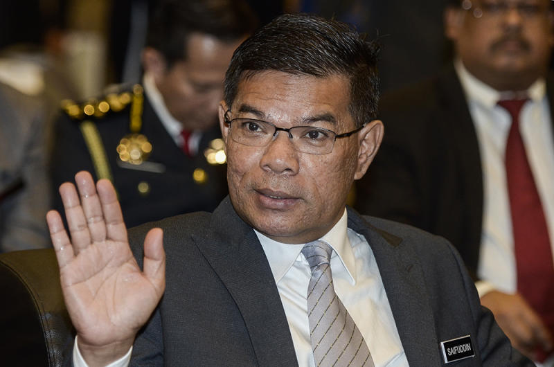 Domestic Trade and Consumer Affairs Minister Datuk Seri Saifuddin Nasution Ismail today confirmed that petrol dealers have been asked to display petrol price comparison of other Asean countries in an effort to promote transparency and prevent misinformation. — Picture by Miera Zulyana