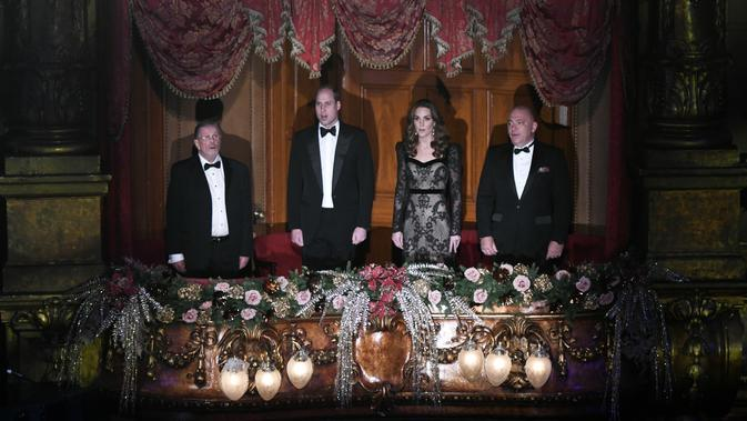 Pangeran William dan Kate Middleton saat hadir di Royal Variety Performance. (Geoff Pugh / POOL / AFP)