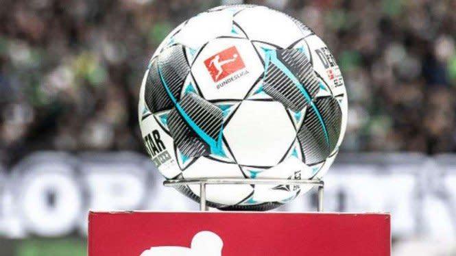 Terapkan Social Distancing, Laga Sepakbola Ini Gunakan Troli Belanja
