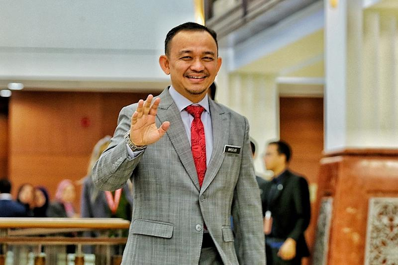 Maszlee said the Education Ministry will not compromise with any parties attempting to go against the laws concerning the Federal Constitution. — Picture by Ahmad Zamzahuri