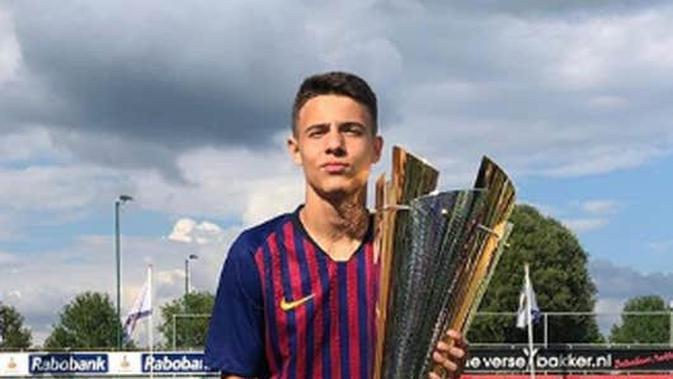 Sudah Pamitan, Bek Muda Barcelona Segera Gabung Manchester United