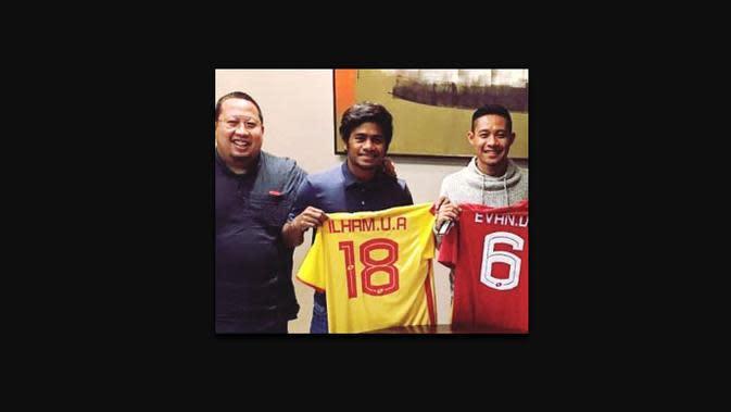 Evan Dimas dan Ilham Udin Armaiyn resmi gabung Selangor FA. (Bola.com/Dok. Muly Munial)