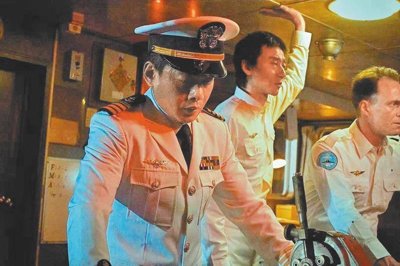 李康生在《海霧》中飾演誓死捍衛名譽的船長。(海樂提供)