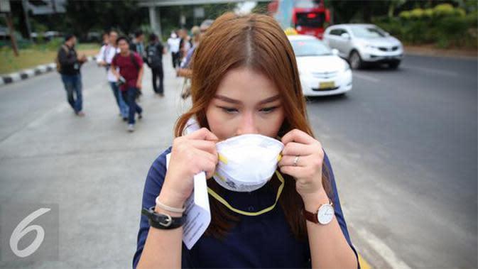 Mungkin sebagian warga sepakat bila kualitas udara Ibukota sudah tercemar. Bahkan beberapa orang harus bertarung dengan polusi udara dengan menggunakan masker kemana-mana.