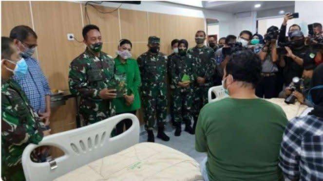 VIVA Militer : Kasad Jend. Andika Perkasa Besuk Driver ANTV korban rusuh Ciracas