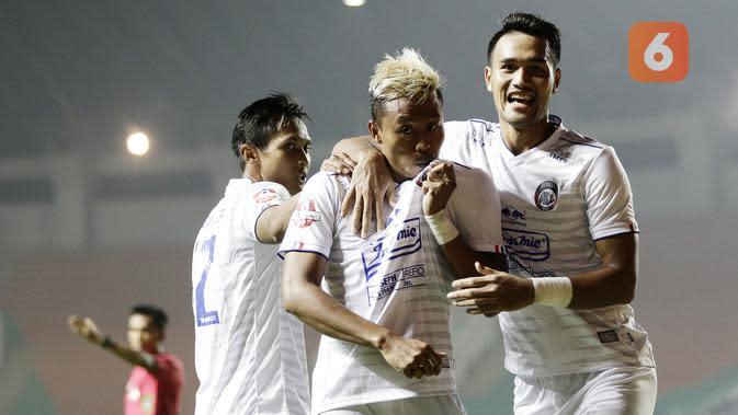 Cegah Penyebaran Corona Covid-19, Striker Arema FC Minta Suporter Tak Keluar Rumah