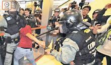 涉企圖搶警霰彈槍 16歲男生被加控暴動