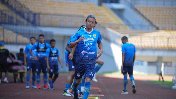 Gelandang Persib Bandung, Kim Jeffrey Kurniawan. (Bola.com/Erwin Snaz)