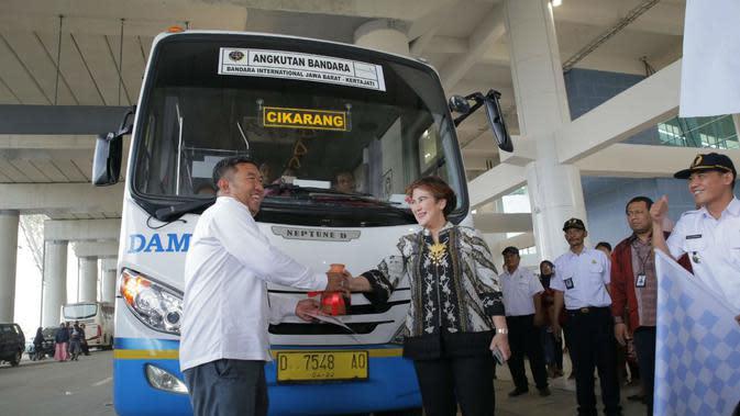 Perum Damri akan memfasilitasi kebutuhan transportasi darat bagi masyarakat yang akan ke Bandara Kertajati Majalengka. Foto (Liputan6.com / Panji Prayitno)