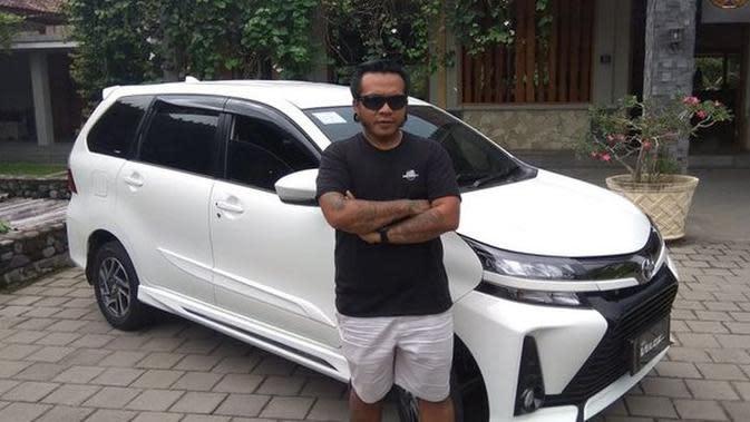 Erix Soekamti bersama new Toyota Avanza. (Merdeka.com)