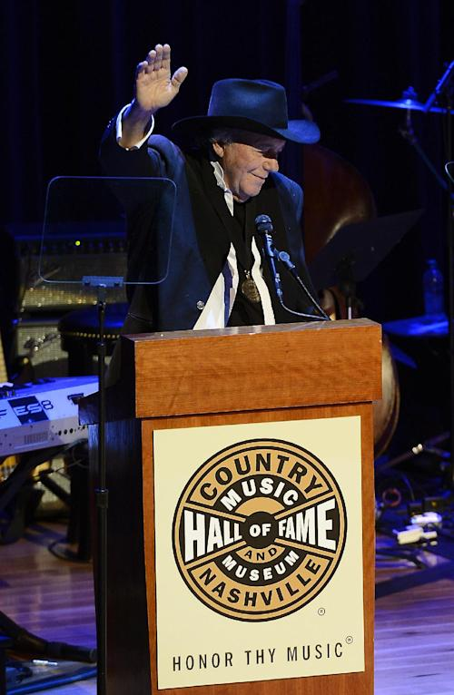 "Country music star Bobby Bare thanks those gathered after he was presented with his County Music Hall of Fame medallion and plaque at the ceremony for the 2013 inductions into the Country Music Hall of Fame on Sunday, Oct. 27, 2013, in Nashville, Tenn. The inductees are Bobby Bare, the late ""Cowboy"" Jack Clement and Kenny Rogers. (AP Photo/Mark Zaleski)"