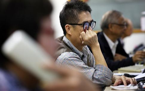 Investors looking at the Hong Kong stock market at Prudential Brokerage in Central on Thursday16 April 2015. Photo: SCMP