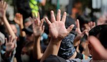香港法院裁定《禁蒙面法》合憲 民主派質疑北京施壓