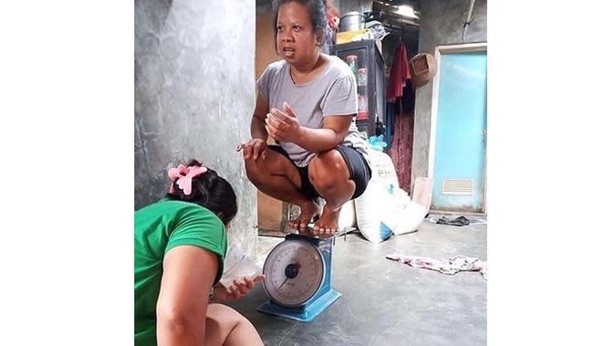 6 Momen Lucu Pakai Timbangan Ini Bikin Ngakak (sumber: Instagram.com/receh.id)