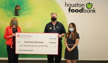 華美銀行捐款萬元 助食物銀行賑濟災民