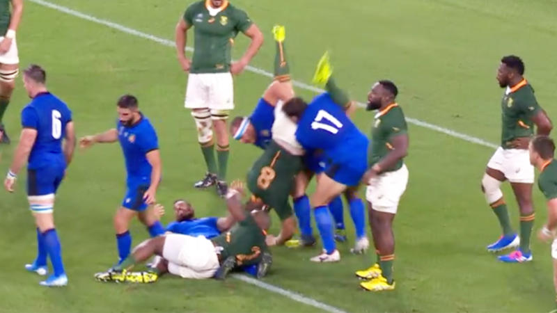 Duane Vermeulen of South Africa is fouled by Andrea Lovotti of Italy resulting in a red card. (Image: Fox Sports)