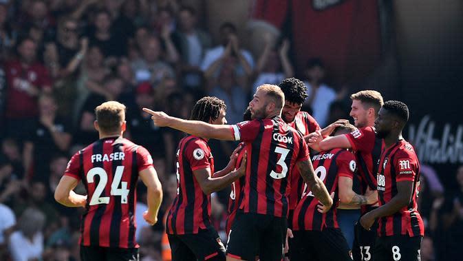 Para pemain Bournemouth merayakan gol yang dicetak oleh Harry Wilson ke gawang Manchester City pada laga Premier League 2019 di Stadion Vitality, Minggu (25/8). Manchester City menang 3-1 atas Bournemouth. (AFP/Glyn Kirk)