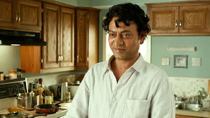 Aksi Irrfan Khan dalam salah satu adegan film `Life of Pi`