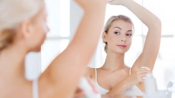5 Tips Makeup Saat Hujan Agar Tetap On Point, Gak Mudah Luntur!