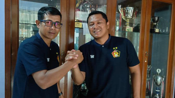 Joko Susilo dan Johan Prasetyo akan kembali berduet, namun kali ini sebagai pelatih dan asisten di Persik Kediri. (Bola.com/Gatot Susetyo)