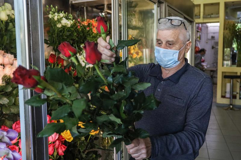 PATRAS, GREECE - MAY 4, 2020: A florist wearing a face mask as a preventive measure during the Coronavirus (COVID-19) crisis. Greece gradually eases its lockdown against the Covid-19 pandemic. The country has so far confirmed 2,626 coronavirus cases, 146 deaths and 1,374 recovered.- PHOTOGRAPH BY Menelaos Michalatos / Echoes Wire / Barcroft Studios / Future Publishing (Photo credit should read Menelaos Michalatos / Echoes Wire/Barcroft Media via Getty Images)