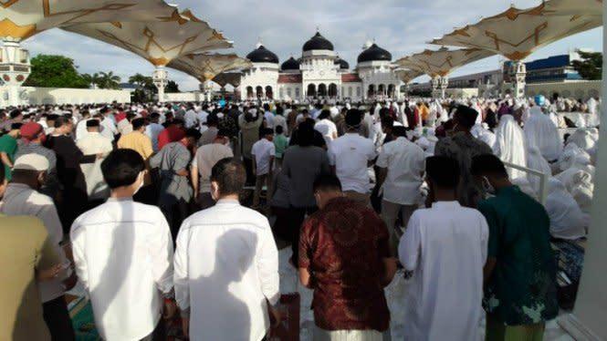 Ribuan Warga Tetap Salat Idul Fitri Berjemaah di Banda Aceh